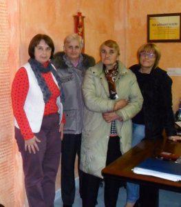 Наталія Маделик (крайня справа, біля неї 74-річна Олена Парадюк