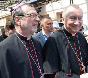 """Як відбувається історичний візит """"прем'єр-міністра"""" Ватикану до Запоріжжя - фото 1"""