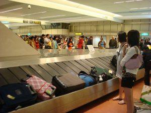 Risultati immagini per bagaglio aereo