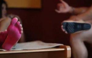Італійці придумали наклейки на ноги замість взуття