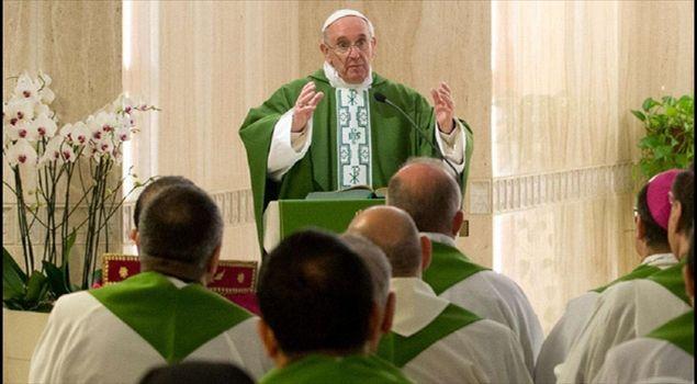 Risultati immagini per papa francesco santa marta